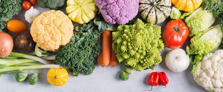 Come realizzare insalate con le verdure invernali