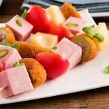 Aperitivo a casa: stuzzichini da preparare e taglieri di formaggi e salumi