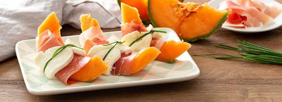 Involtini di melone con prosciutto e mozzarella