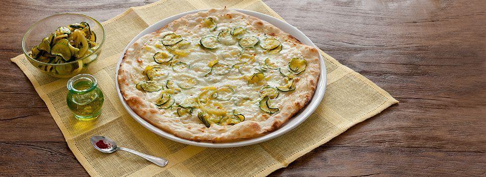 Romana con zucchine spadellate , Mozzarella Cucina Santa Lucia e Bel Paese