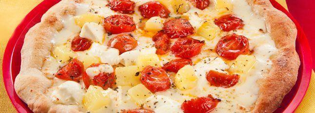 Pizza bianca con patate, pomodorini e mascarpone