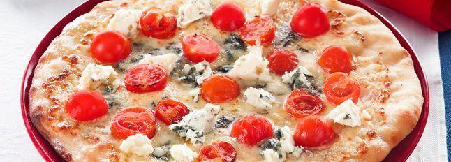 Pizza al roquefort e pomodori ciliegino