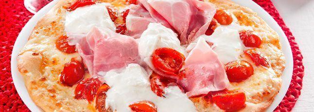 Pizza con burrata, cotto e pomodorini