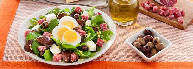 Insalata golosa con salame e quartirolo