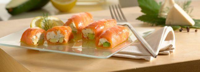 Involtini di salmone con formaggino e avocado