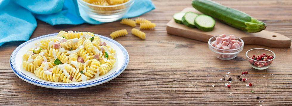 Pasta fredda con zucchine