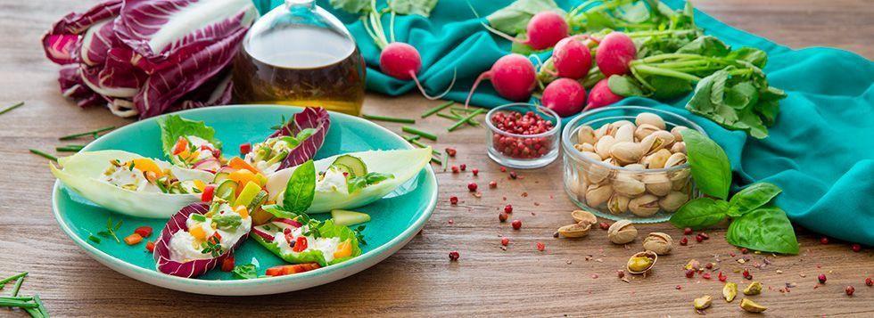 Petali di insalata ripiena con Certosa