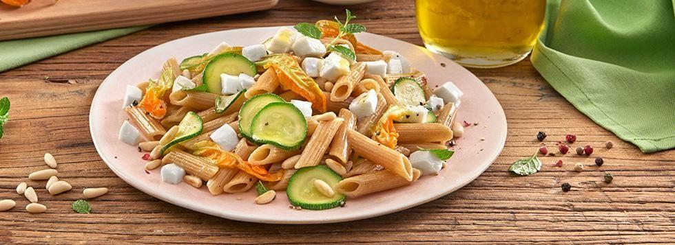 Penne con Zucchine, Pinoli e Mozzarella