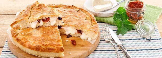 Torta con Certosa, pomodorini secchi e olive