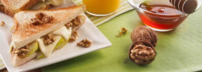 Toast agrodolce alla pera e noci