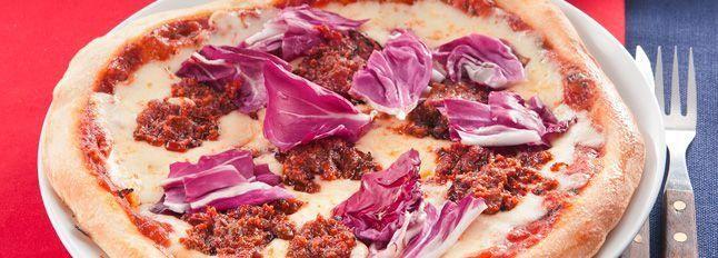 Pizza al radicchio e pesto rosso