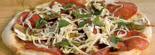 Pizza carpaccio, funghi e rucola