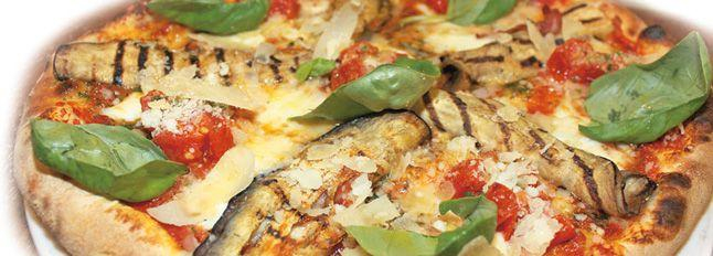 Pizza melanzane, pancetta e pomodorini
