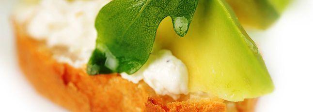 Crostini di avocado e formaggini