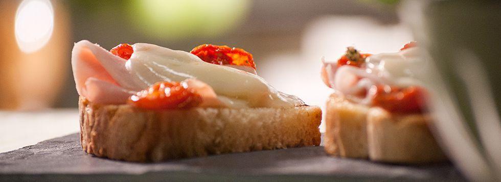 Crostino con Prosciutto, Pomodori e Galbanino