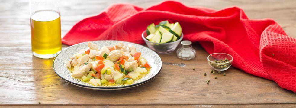 Petto di pollo con peperoni e zucchine