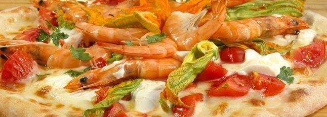 Pizza pomodorini, fiori di zucca e gamberetti