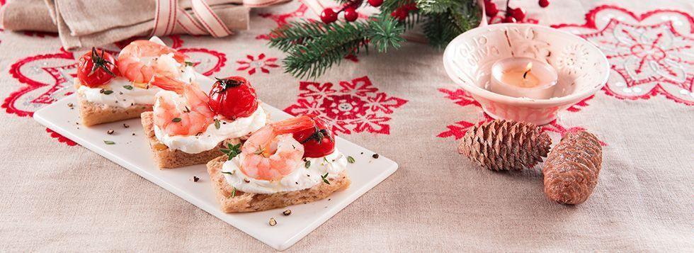 Crostini di pane alle noci con gamberetti, pomodorini confit e formaggio spalmabile