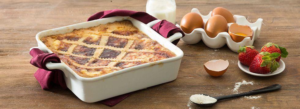 Torta con crema pasticcera e marmellata