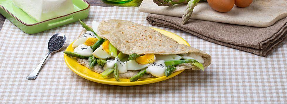 Piadina asparagi, uova e semi di papavero