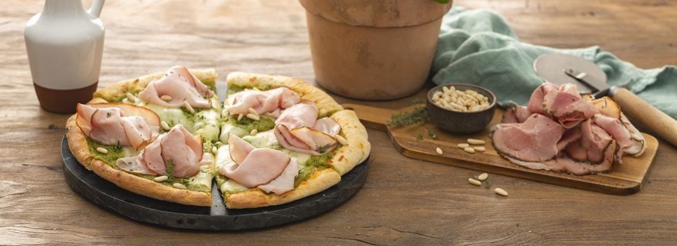Pizza gourmet pesto, prosciutto cotto affumicato e timo