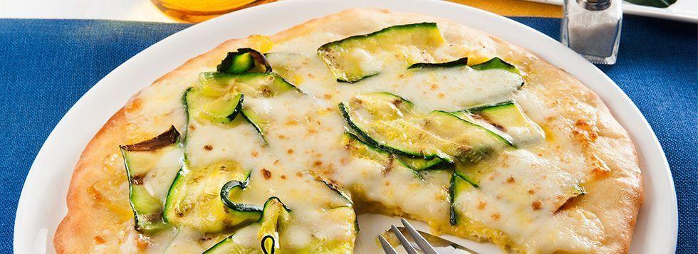 Pizza bianca con zucchine e zafferano