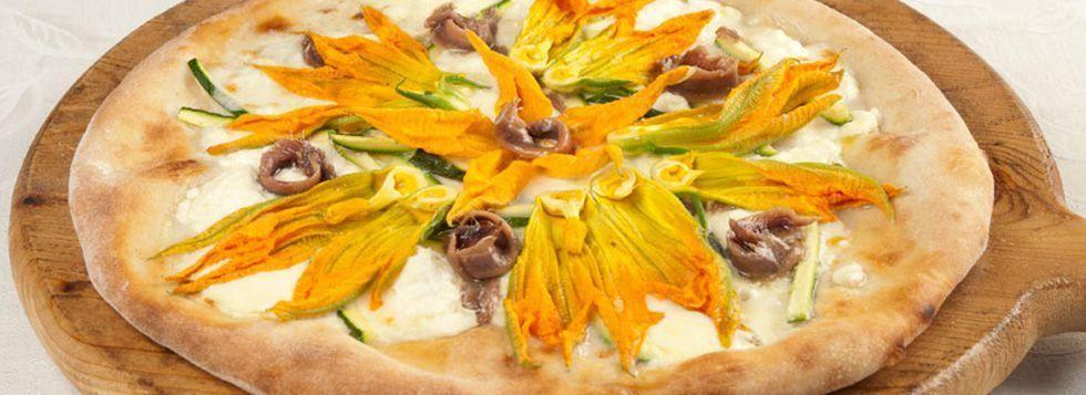 Pizza con ricotta, gorgonzola e fiori di zucca