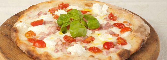 Pizza ricotta, pancetta e pomodorini