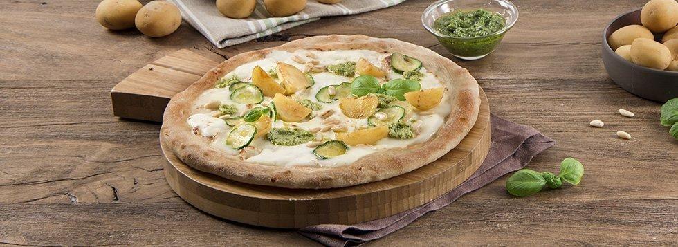 Pizza con certosa classica, pesto, patate
