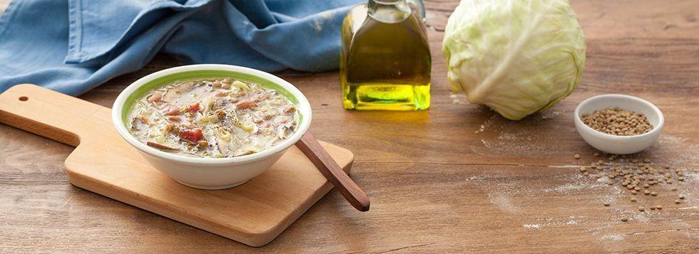 Zuppa di legumi, verza e funghi porcini
